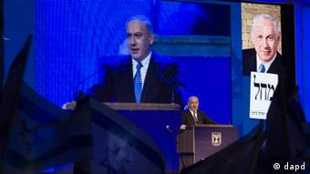 Israeli Prime Minister Benjamin Netanyahu speaks during the inauguration of his election campaign in Jerusalem, Tuesday, Dec. 25, 2012. Israel has advanced the process of building 942 more settler homes in east Jerusalem under a new fast-track plan to tighten its grip on the territory, which the Palestinians claim as the capital of a future state. (Foto:Dan Balilty/AP/dapd)