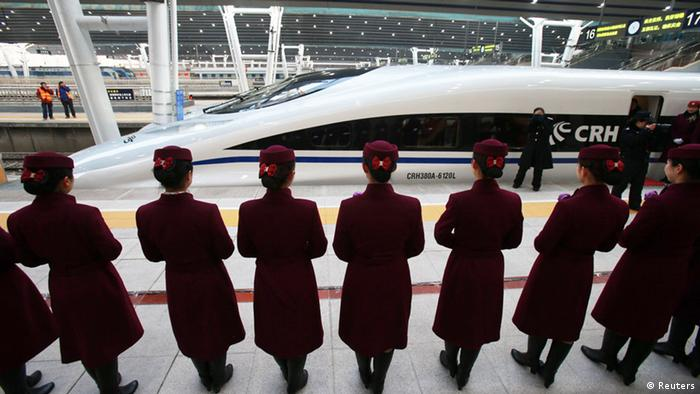 The high speed train of the new 2,298-kilometre (1,425-mile) line between Beijing and Guangzhou waits to start its journey in Beijing on December 26, 2012. Photo: STR/AFP/Getty Images)