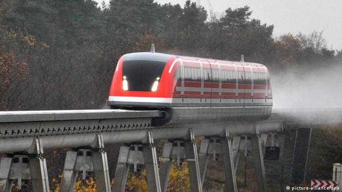 Germany's magnetic-levitation test train (picture-alliance/dpa)