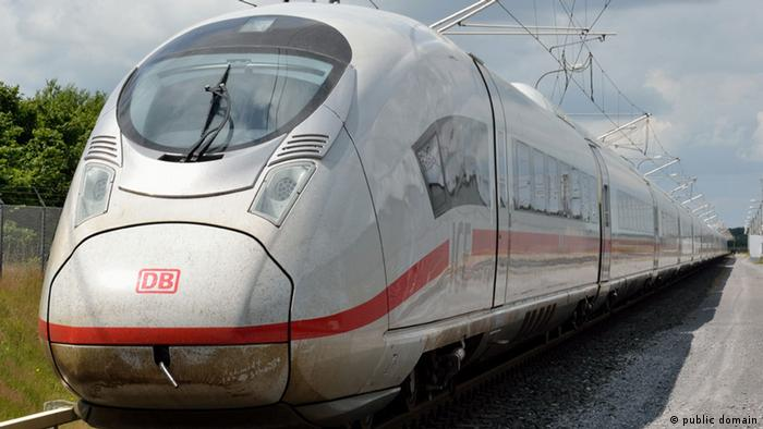 Скорый поезд Deutsche Bahn