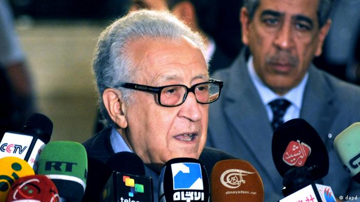 In this photo released by the Syrian official news agency SANA, UN Arab League deputy to Syria, Lakhdar Brahimi, speaks during a press conference in Damascus, Syria, Thursday, Dec. 27, 2012. The international envoy charged with pushing to end Syria's civil war has called for the formation of a transitional government to run the country until new elections can be held. Brahimi told reporters in Damascus Thursday that political changes in Syria must not be cosmetic but lead to genuine change while preserving state institutions. (Foto:SANA/AP/dapd)
