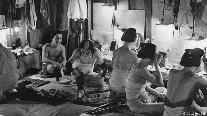 Backstage at a Tokyo theatre, a group of actors make themselves to play female roles, circa 1955. (Photo by Frederick L. Hamilton/Three Lions/Hulton Archive/Getty Images)