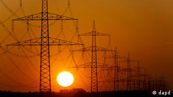Sun setting behind elctricity pylons near Osnabrück, Germany Photo: Jens Schlueter/dapd