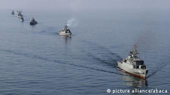 Ιρανικά πολεμικά πλοία και υποβρύχια σε γυμνάσια κοντά στα στενά του Ορμούζ
