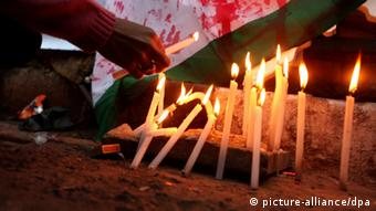 Candles being lit in Calcutta, India, in a vigil for the rape victim. EPA/PIYAL ADHIKARY +++(c) dpa - Bildfunk+++