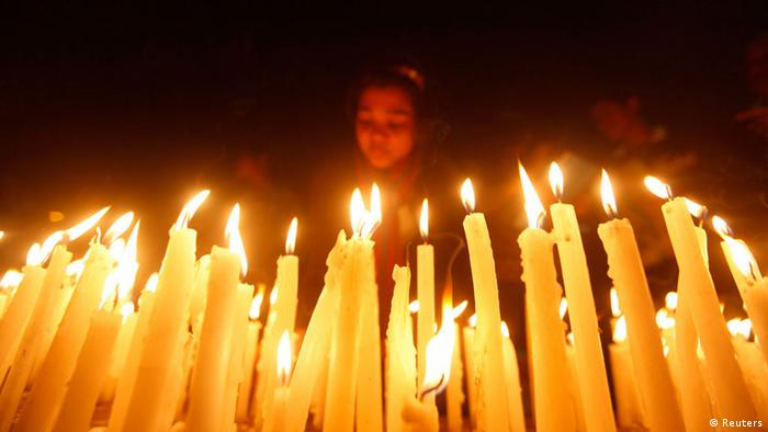A girl lights candles during a candlelight vigil for a gang rape victim who was assaulted in New Delhi. (Picture: REUTERS/Rupak De Chowdhuri)