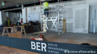 A construction worker stands on scaffolding at BER airport in Berlin. (Photo: Patrick Pleul dpa/lbn)