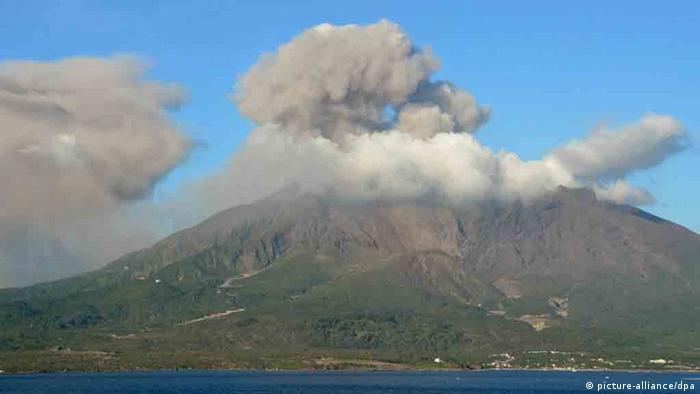 Mt. Sakurajima in Kagoshima Prefecture, southwestern Japan, erupts on Aug. 15, 2012. (Photo: Kyodo)