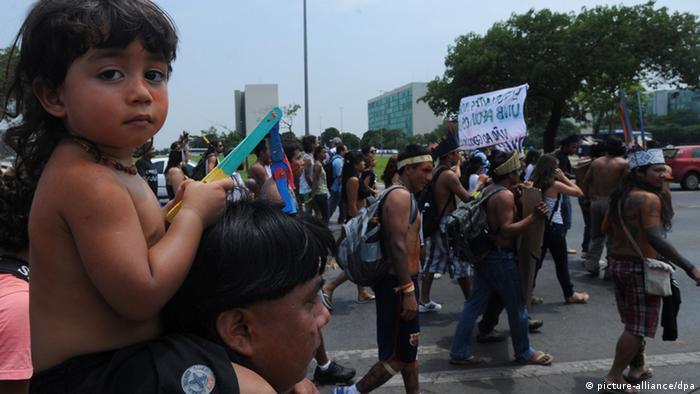 Indios kaiowá en Brasil.