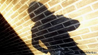 Symbolic picture showing the shadow of a woman on a wall (Photo: (c) www.BilderBox.com,Erwin Wodicka)