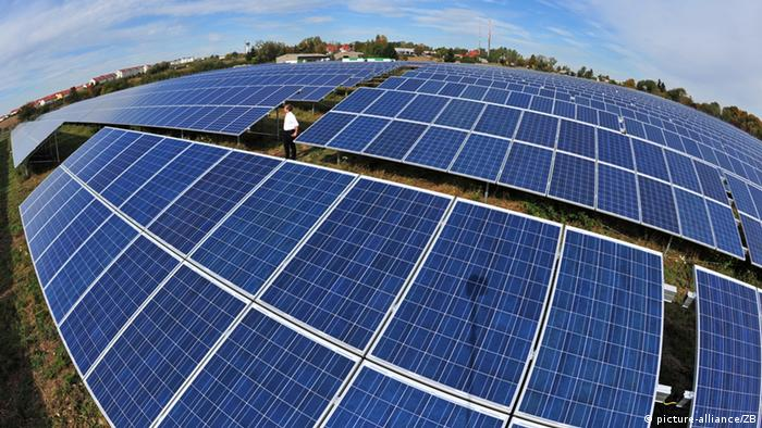 A solar field in Erfurt. Foto: Martin Schutt ZB pixel
