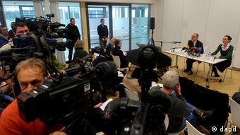 Ο πρόεδρος του διοικητικού συμβουλίου της κλινικής, καθηγητής Βόλφγκανγκ Φλάιγκ, υπόσχεται διερεύνηση σε βάθος