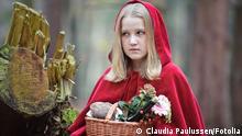Rotkäppchen im Wald © Claudia Paulussen #42967585