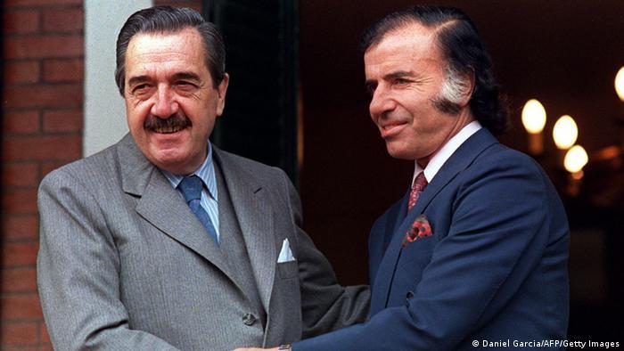 Argentinien Präsident Raul Alfonsin Carlos Menem (Daniel Garcia/AFP/Getty Images)