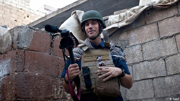James Foley Journalist Reporter Libyen - This photo posted on the website freejamesfoley.org shows journalist James Foley in Aleppo, Syria, in November, 2012. The family of an American journalist says he went missing in Syria more than one month ago while covering the civil war there. A statement released online Wednesday by the family of James Foley said he was kidnapped in northwest Syria by unknown gunmen on Thanksgiving day. (AP Photo/Nicole Tung, freejamesfoley.org)