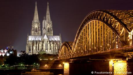 Kölner Dom und Hohenzollernbrücke bei Nacht, Foto: Foustontene - Fotolia.com #16998260