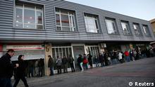 Spanien Arbeitsmarkt Arbeitslose vor Arbeitsamt in Madrid