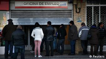 People wait to enter a government-run employment office in Madrid (photo: REUTERS/Susana Vera)