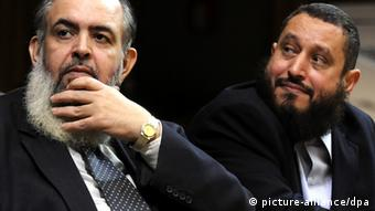 epa03521897 Former Islamist presidential hopeful, Hazem Abu Ismail (L), and former chairman of the Salafi Nour Party, Emad Abdel Ghafour (R), look on during a press conference to announce the launching of new al-Watan party, in Cairo, Egypt, 01 January 2013. According to local media, Abdel Ghafour, who resigned from Nour Party, announced the formation of the new party with an aim to group the Salafists and compete in the upcoming parliamentary elections. Nour Party was the most influential Salafi party in Egypt, and came in the second place after the Muslim Brotherhood_s Freedom and Justice Party in last elections. EPA/STR +++(c) dpa - Bildfunk+++