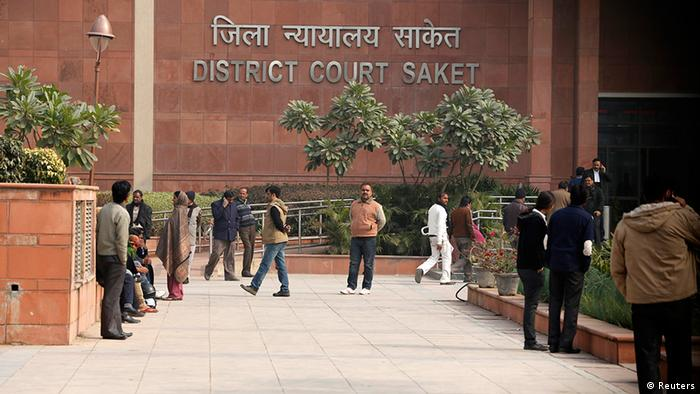 People arrive at a district court in New Delhi January 3, 2013. (Photo: Reuters)