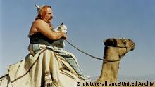 Фрагмент из фильма с учатием Депардье - он едет на верблюде