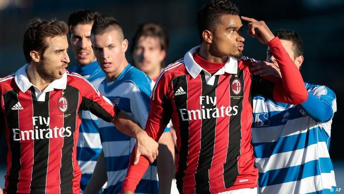 AC Milan Ghana midfielder Kevin-Prince Boateng, right, is flanked by his teammate Mathieu Flamini as he gestures towards the crowd in Busto Arsizio, near Milan, Italy, Thursday, Jan. 3, 2012. A friendly match between AC Milan and lower division club Pro Patria was abandoned Thursday after racist chants directed at Milan's black players, the latest incident of racial abuse that continues to blight the sport. After repeated chants directed his way, Ghana midfielder Kevin-Prince Boateng picked up the ball and kicked it at a section of the crowd in the 26th minute of the first half. Boateng then took off his shirt and walked off the pitch with his Milan teammates. Urby Emanuelson, Sulley Muntari and M'Baye Niang were also targeted by the chants. (Foto:Emilio Andreoli/AP/dapd)