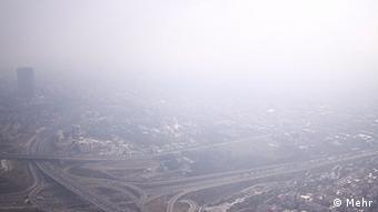 با کاهش دما و سکون تودهای هوای سرد بر فراز تهران آلودگی هوا به مرحله هشدار رسیده است