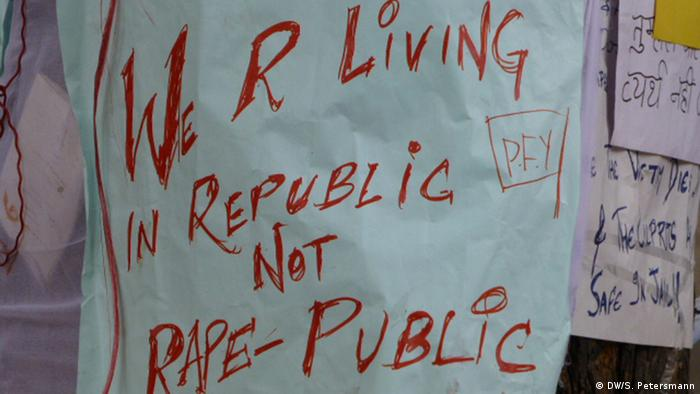 An anti-rape poster in India (Copyright: DW/Sandra Petersmann)