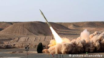 A test missile being fired in Iran +++(c) dpa - Bildfunk+++