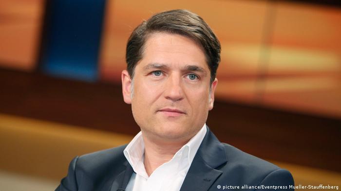 Jakob Augstein (Journalist und Verleger) in der Talk-Show Anne Will am 14.11.2012 in Berlin Thema der Sendung: Genosse Kroesus - Steinbruecks Kanzler-Traeume schon geplatzt?