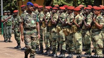 The commander of the regional African force FOMAC Jean-Felix Akaga reviews troops, on January 2, 2013 in Bangui after a press conference during which he warned rebels from the SELEKA coalition in the Central African Vikosi cha kulinda amani vya Afrika ya Kati FOMAC mjini Bangui