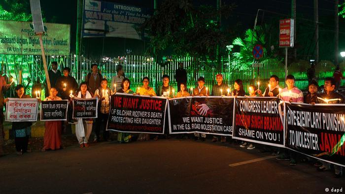 Indien Vergewaltigung Mord Frau Protest Demonstration Banner Kerzen Bikram Singh Brahma (dapd)
