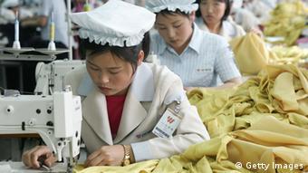 Nordkorea Textil Fabrik Industrie Näherinnen Schneiderinnen Frau (Getty Images)