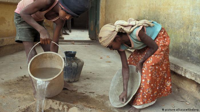 Symbolbild Indien Mädchen Hausarbeit Hausmädchen Ausbeutung