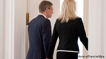 Wulff and his wife leave the room after his resignation speech Photo: Jörg Carstensen dpa