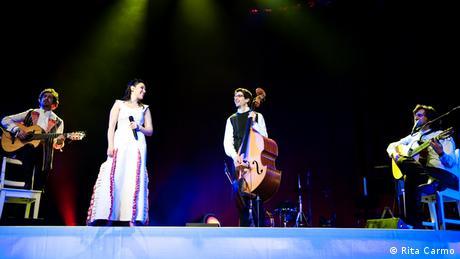 Deolinda bei einem Auftritt in Lissabon Foto: Rita Carmo