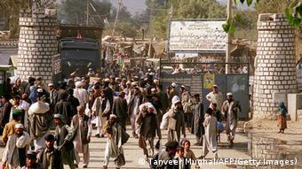 Afghan refugees enter Pakistan across the Torkham border carrying their meagre belongings 03 November 2000 (Photo: TANVEER MUGHAL/AFP/Getty Images)