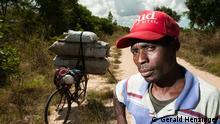 Os ciclistas do carvão de Sofala