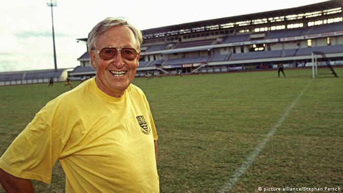 Rudi Gutendorf in Mauritius in 1993