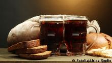 tankards of kvass and rye breads with ears, © Africa Studio #46409306