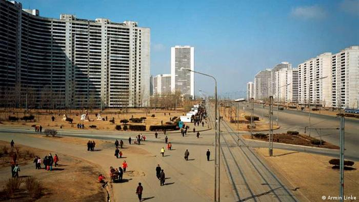 Die Stadt, die es nicht gibt: Thongil Street, 2005 (Pyongyang, Nord Korea); Copyright: Armin Linke***via Helen Whittle