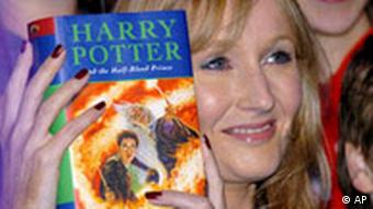 J. K. Rowling mit Harry Potter