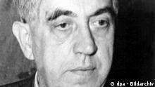 Undatiertes Porträt des SPD-Politikers. Reuter wurde am 29. Juli 1889 in Apenrade geboren. Seit 1912 gehörte er zur SPD. Nach dem Ersten Weltkrieg amtierte er für drei Monate als Generalsekretär der KPD, kehrte dann aber wieder zur SPD zurück. Nach seiner Tätigkeit im Berliner Magistrat wurde Reuter 1931 Oberbürgermeister von Magdeburg. 1932 wurde er in den Reichstag gewählt. Während der NS-Zeit hielt er sich in der Türkei auf und kehrte erst nach Kriegsende nach Berlin zurück. Anfang Dezember 1948 wurde Reuter zum Oberbürgermeister von Berlin, am 18. Januar 1950 zum ersten Regierenden Bürgermeister West-Berlins gewählt. Reuter verstarb am 29. September 1953 in Berlin.