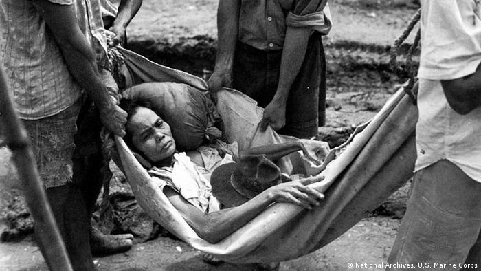 Chamorro-Frau von der Insel Guam 1944 (Foto: National Archives, U.S. Marine Corps)