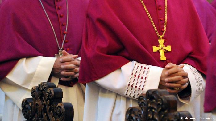 [20575513] Deutschlands katholische Bischöfe tagen in Trier. Foto: Uwe Zucchi dpa/lhe