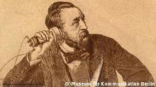 Heinrich Stephan mit dem ersten Telefon von Alexander Graham Bell