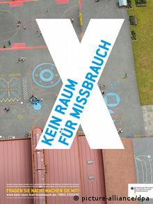 پلاکارد کمپینی در آلمان در سال ۲۰۱۳ که هدف آن برانگیختن حساسیت جامعه نسبت به سوءاستفاده جنسی از کودکان است؛ بر روی پلاکارد نوشته شده: جایی برای سوء استفاده نیست