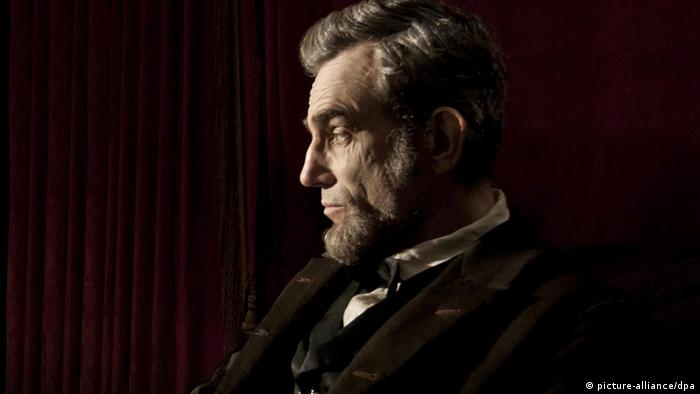 British-Irish actor Daniel Day Lewis starring as President Abraham Lincoln (picture-alliance/dpa)