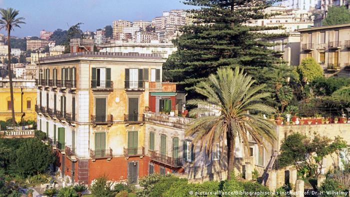 Palaces and palms, Naples, Italy (picture-alliance/Bibliographisches Institut/Prof. Dr. H. Wilhelmy)