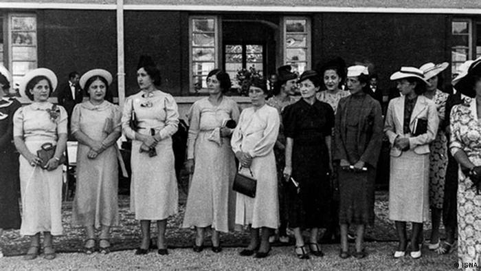 در دوره رضا شاه با وجود محدود شدن قدرت علما اصلاحات قانونی زیادی در رابطه با زنان انجام نگرفت. تنها سن قانونی ازدواج برای زنان ۱۵ و برای مردان ۱۸ سال شد و در ضمن هر ازدواجی باید رسما ثبت میشد. با این همه امکانات آموزشی، اشتغال و حضور در جامعه برای زنان گسترش یافت.